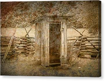 Vintage Looking Old Outhouse In The Great Smokey Mountains Canvas Print