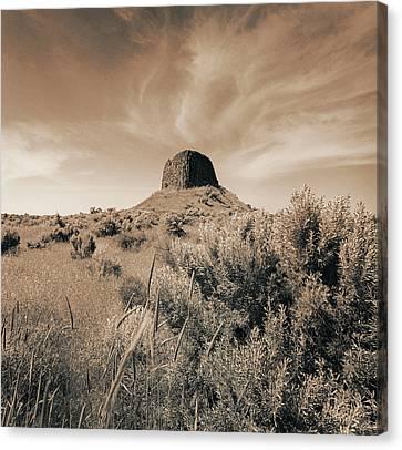 Volcanic Peak, Central Oregon, Usa Canvas Print by Mel Curtis