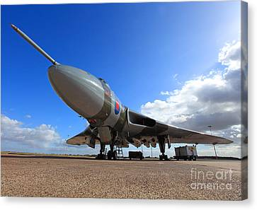 Vulcan Xh558 Canvas Print by Clare Scott