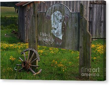 Wagon Wheel Farm Canvas Print by Benanne Stiens
