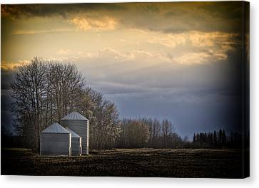 Waiting For The Night To Come.... Canvas Print by Russell Styles