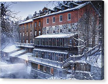 Canvas Print featuring the photograph Wakefield Inn by Eunice Gibb