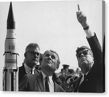 Wernher Von Braun Explains The Saturn Canvas Print by Everett