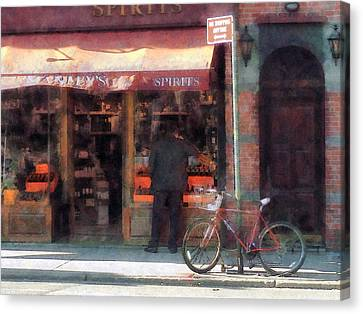 Wines And Spirits Greenwich Village Canvas Print by Susan Savad