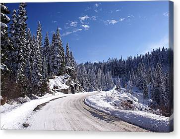Winter On Chinnook Pass Canvas Print by Rob Green