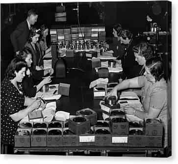 Women Take Part In World War II Canvas Print by Everett