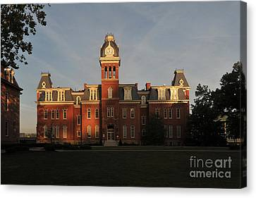 Woodburn In The Morning Canvas Print by Dan Friend