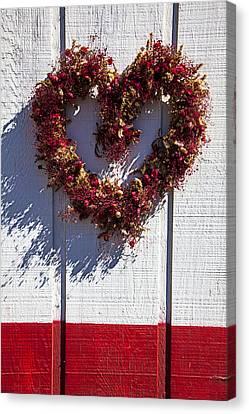 Wreath Heart On Wood Wall Canvas Print by Garry Gay