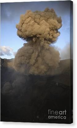 Yasur Eruption, Tanna Island, Vanuatu Canvas Print by Martin Rietze