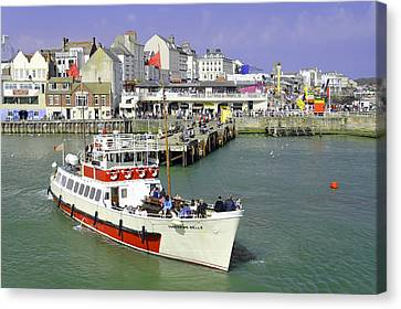 Yorkshire Belle Turning In Bridlington Harbour Canvas Print by Rod Johnson