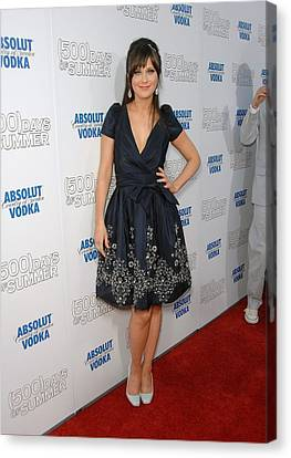 Zooey Deschanel Wearing A Naeem Khan Canvas Print by Everett