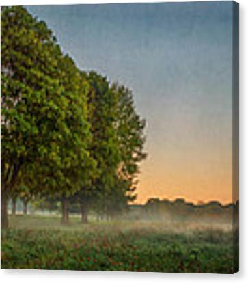 Niagara On The Lake  Canvas Print by Garvin Hunter