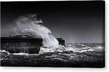 Dover Admiralty Pier Canvas Print by Ian Hufton