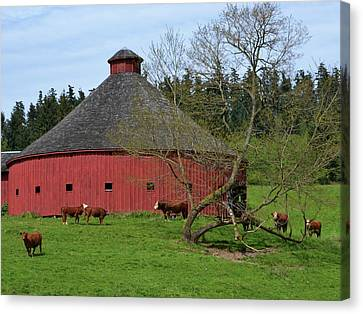 Round Red Barn Canvas Print