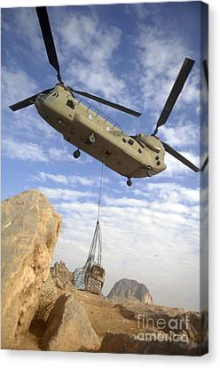A U.s. Army Ch-47 Chinook Helicopter Canvas Print by Stocktrek Images
