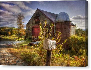Barn And Silo In Autumn Canvas Print
