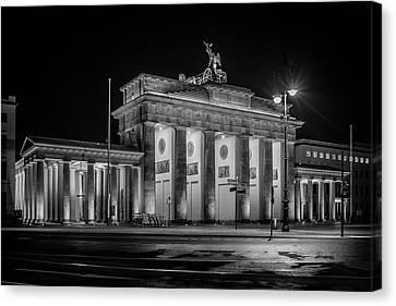 Berlin At Night - Brandenburg Gate - Brandenburger Tor Canvas Print by Colin Utz