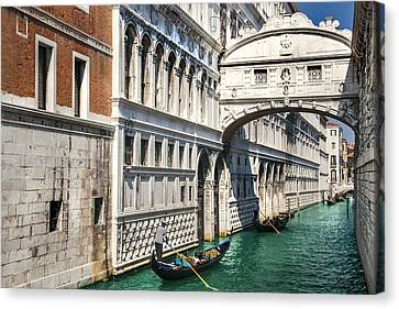 Bridge Of Sighs And Gondolas Venezia Canvas Print by Sandra Rugina