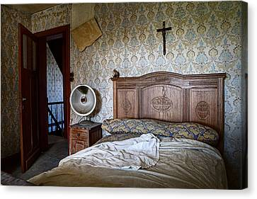 Deserted Bed Room - Urban Exploration Canvas Print by Dirk Ercken