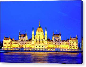 Canvas Print featuring the photograph Hungarian Parliament Building by Fabrizio Troiani