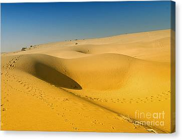 Canvas Print featuring the photograph Khuri Desert by Yew Kwang
