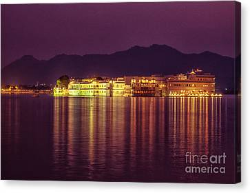 Canvas Print featuring the photograph Lake Palace Night Scenery by Yew Kwang