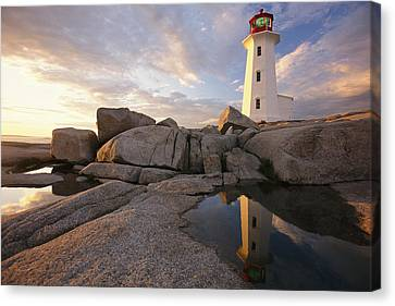 Lighthouse At Sunset Canvas Print by Richard Nowitz