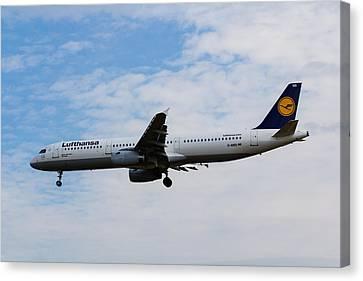 Lufthansa Airbus A321 Canvas Print by David Pyatt