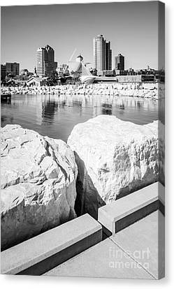 Milwaukee Skyline Black And White Picture Canvas Print