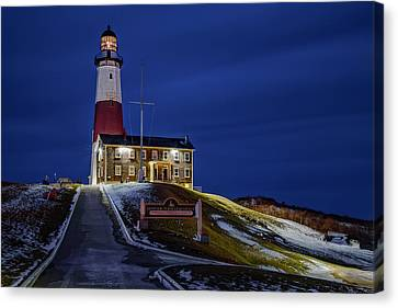 Canvas Print featuring the photograph Montauk Point Lighthouse by Susan Candelario