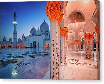 Night View At Sheikh Zayed Grand Mosque, Abu Dhabi, United Arab Emirates Canvas Print