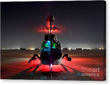 Oh-58d Kiowa Pilots Run Canvas Print by Terry Moore
