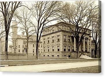 On The Campus Of Yale C1907 Canvas Print by L O C