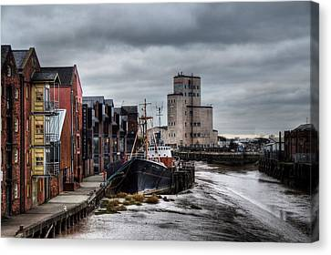 River Hull Canvas Print by Sarah Couzens