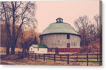 Canvas Print featuring the photograph Round Barn by Dan Traun