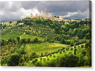 San Gimignano Tuscany Italy Canvas Print by Carl Amoth