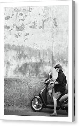Signora Black And White Canvas Print by Marco Hietberg
