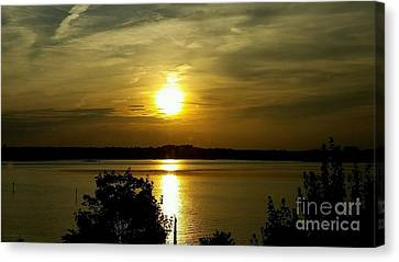 Sunset Over The Potomac Canvas Print