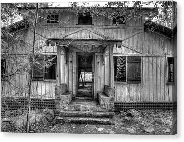 Canvas Print featuring the photograph This Old House by Mike Eingle