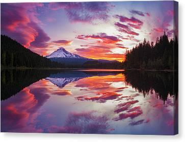 Canvas Print featuring the photograph Trillium Lake Sunrise by Darren White
