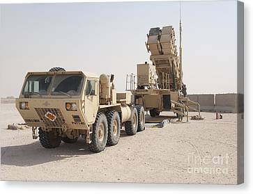 U.s. Army Soldiers Power-up A Mim-104 Canvas Print by Stocktrek Images