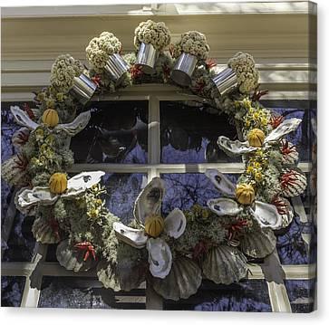 Wreath At Chownings Tavern Canvas Print by Teresa Mucha