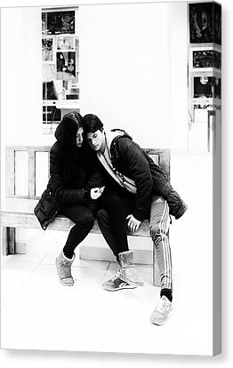 Canvas Print featuring the photograph Young Romantic Couple Sharing A Mobile Phone by John Williams