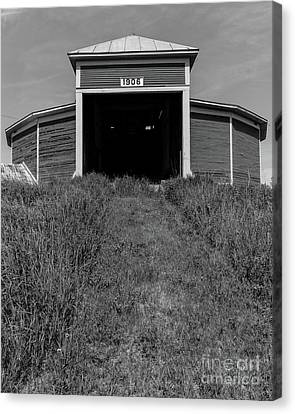 1906 Round Barn Black And White Canvas Print by Edward Fielding