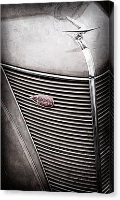1937 Lincoln-zephyr Coupe Sedan Grille Emblem - Hood Ornament -0100ac Canvas Print