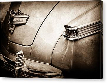 1942 Lincoln Zephyr Coupe Taillight Emblem -1516s Canvas Print