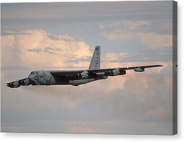 Boeing B-52g Stratofortress 59-2565 93rd Bomb Wing Castle Afb September 17 1992 Canvas Print by Brian Lockett