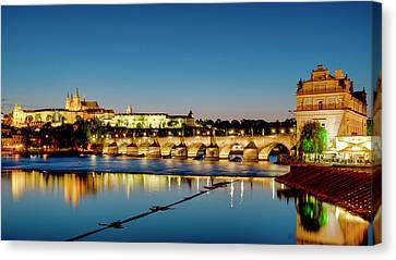 Canvas Print featuring the photograph Charles Bridge by Fabrizio Troiani
