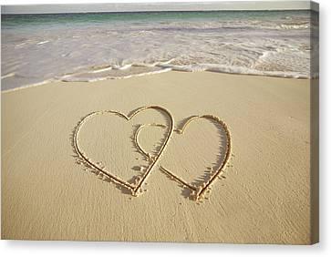 2 Hearts Drawn On The Beach Canvas Print by Gen Nishino