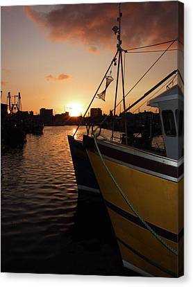 Sunset Over Sutton Harbour Plymouth Canvas Print by Chris Day